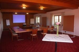 Der gut ausgestattete Tagungssaal