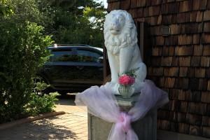 Löwe am Eingang geschmückt